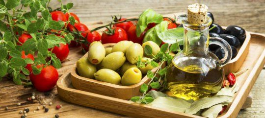 Older people who followed a Mediterranean diet retained more brain volume over a three-year period than those who did not follow the diet as closely, new research shows. But contrary to earlier studies, eating more fish and less meat was not related to changes in the brain.