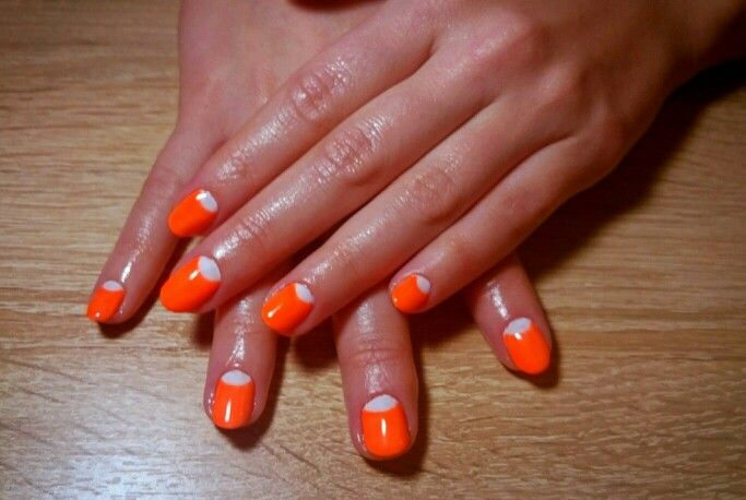 Неоновые ногти #nail #nails #neon #moon #shimonnail #лунныйманикюр #неон #ногти