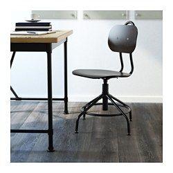 IKEA - KULLABERG, เก้าอี้หมุน, ได้แรงบันดาลใจจากเก้าอี้สไตล์อุตสาหกรรมสมัยก่อน แต่มีฟังก์ชั่นการใช้งานแสนทันสมัยหมุนปรับระดับความสูงได้ คุณจึงได้เก้าอี้ที่สูงพอเหมาะและนั่งสบายใช้วงโลหะบริเวณขาเก้าอี้เป็นที่พักเท้าได้มีมือจับที่พนักพิง จึงเคลื่อนย้ายและยกเก้าอี้ได้ง่ายขาปรับระดับได้ เก้าอี้จึงตั้งได้มั่นคงแม้พื้นไม่เรียบเสมอกัน