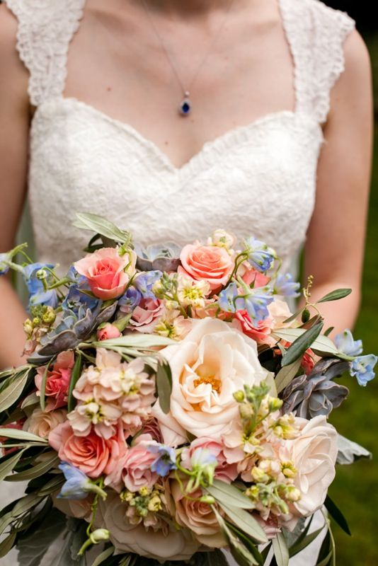 Simple Summer Farm Wedding at Historic Cedarwood | Cedarwood Weddings #cedarwoodweddings