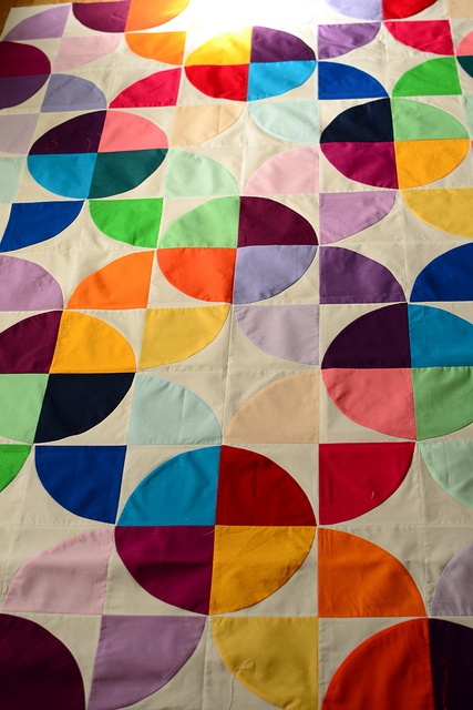 Maritza Soto(m_soto) via flickr  Simple but effective design.   great retro style quilt.