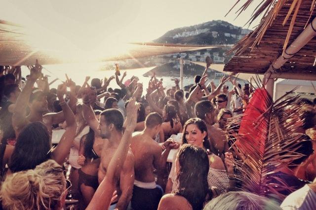 Sundays Champagne Party at El Pirata