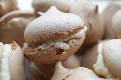 Moja Odrobina Zapomnienia: Beziki kakaowe z kremem z białej czekolady