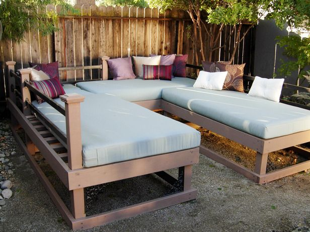 DIY PATIO DAYBEDS  dycr213_daybed-after_s4x3_lg.jpg (616×462)