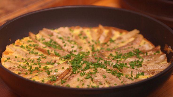 Eggekake med hjemmerøykt sild