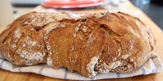 The best bread you've ever baked..a no-knead bread with simply 5 ingredients...(Recipe in Norwegian)