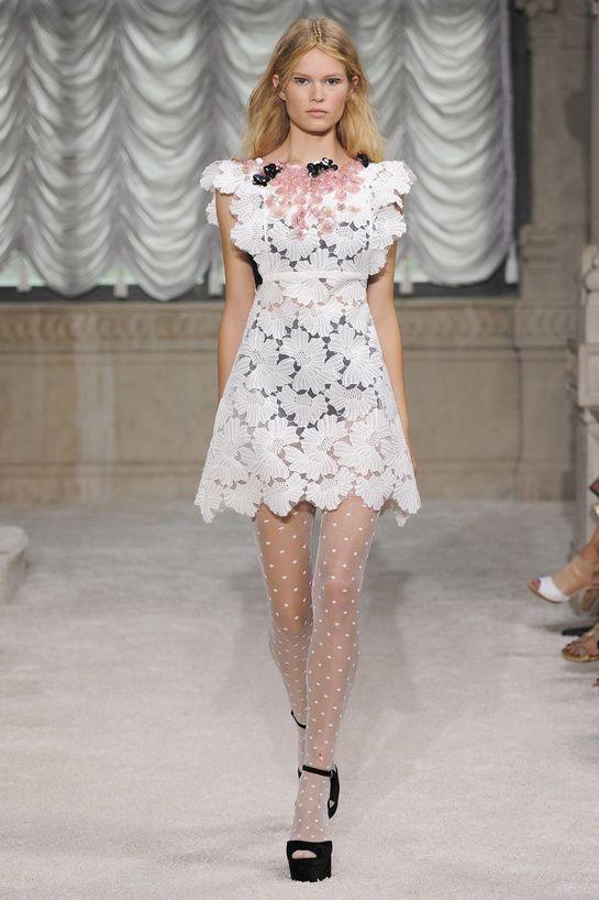 les robes blanches de la fashion week printemps t 2015 summer wedding dresses mariage and. Black Bedroom Furniture Sets. Home Design Ideas