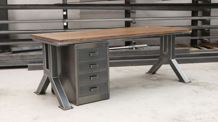 Schreibtisch Industrial Design 2021