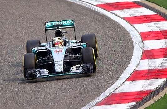 Blog Esportivo do Suíço:  Hamilton lidera com vantagem menor em treino com batida de Massa na China