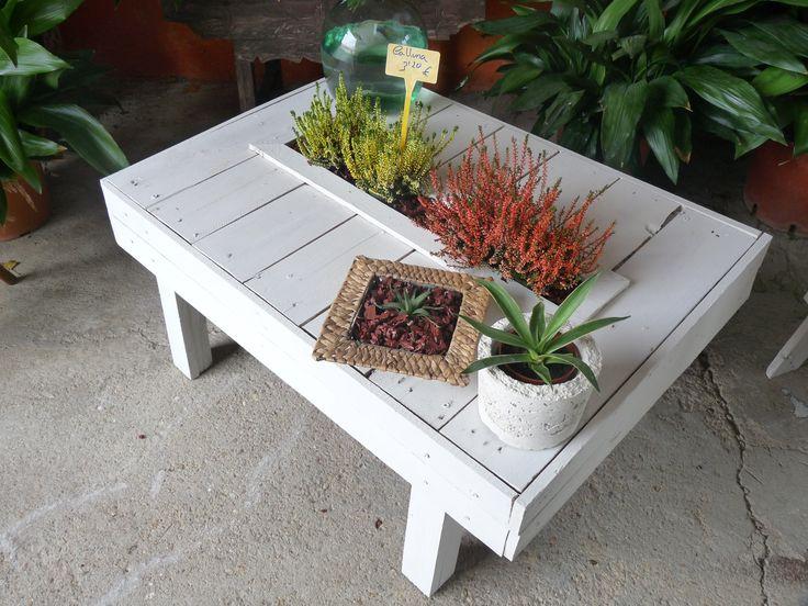 Mesa jard n en el centro contiene una mini jard n para for Porches para patios