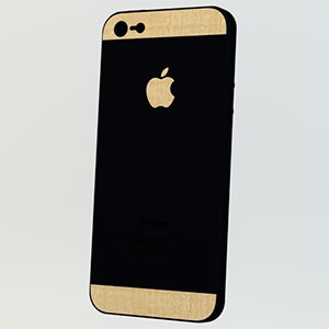 <カーリーメイプル for iPhone 5>背面の上下とアップルマークをデコレーションすることができます。 #iphone #tech #case #skin #accessory #fashion #geek #sexy #apple #technology #products #design #wood
