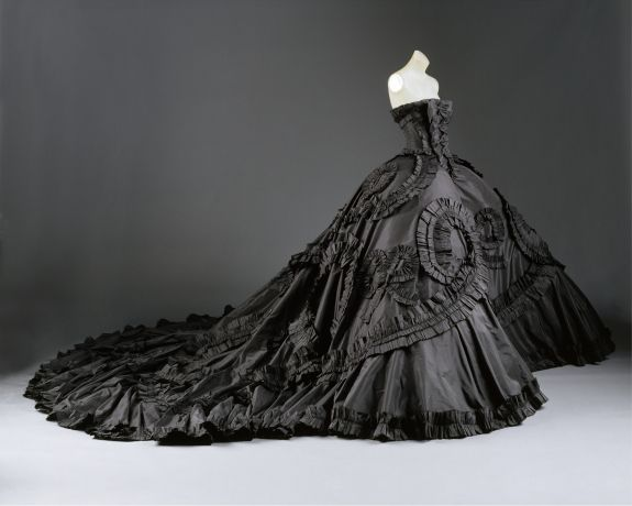 John Galliano for the House of Doir in 1998. The skirt is over nine feet wide.