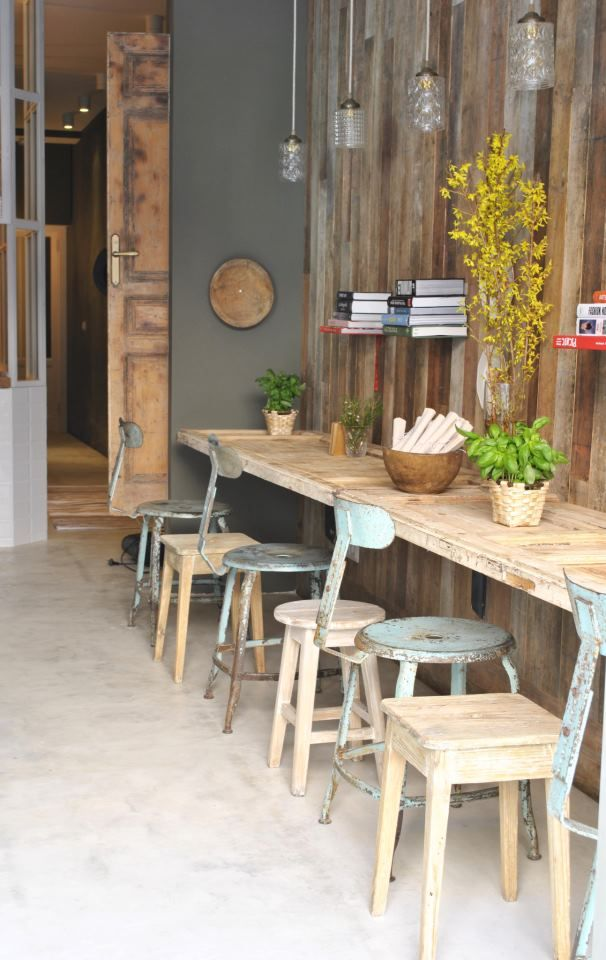 This café located next to the cultural centre Conde Duque offers delicious coffees, pies, toasts and, of course, crêpes: with honey and cheese, jam, nutella... Everything is 100% eco!