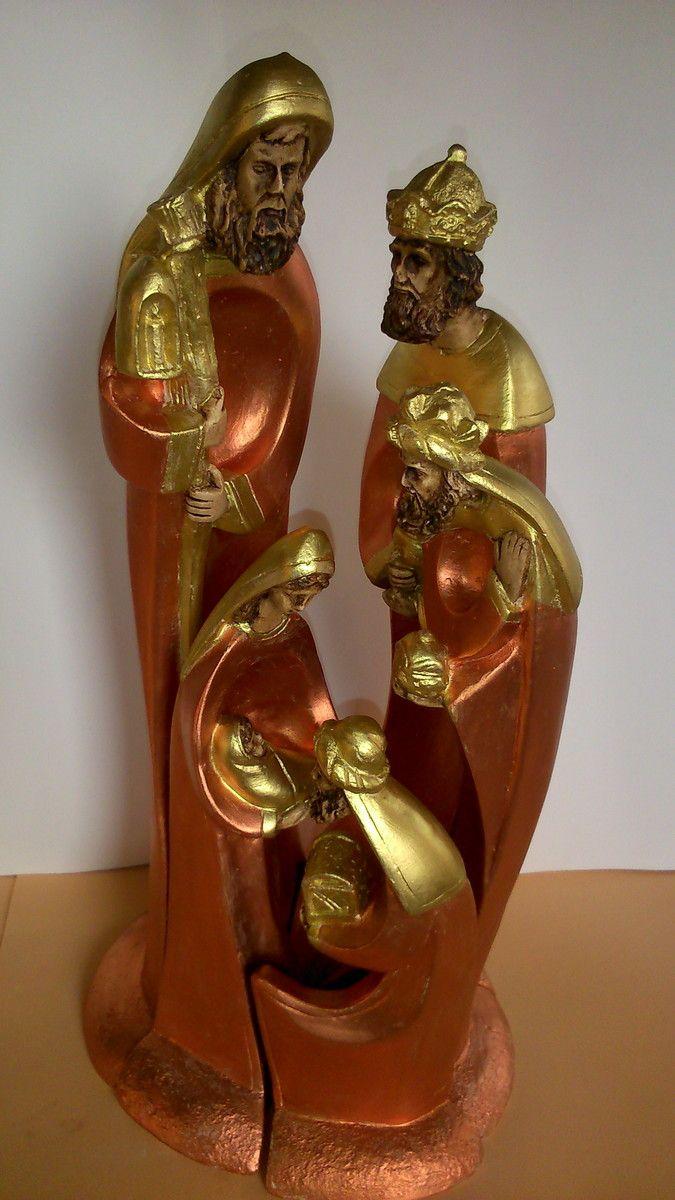 Presepio de encaixe com 40cm ,comdetalhes em ouro e cobre <br>pintado a mão!
