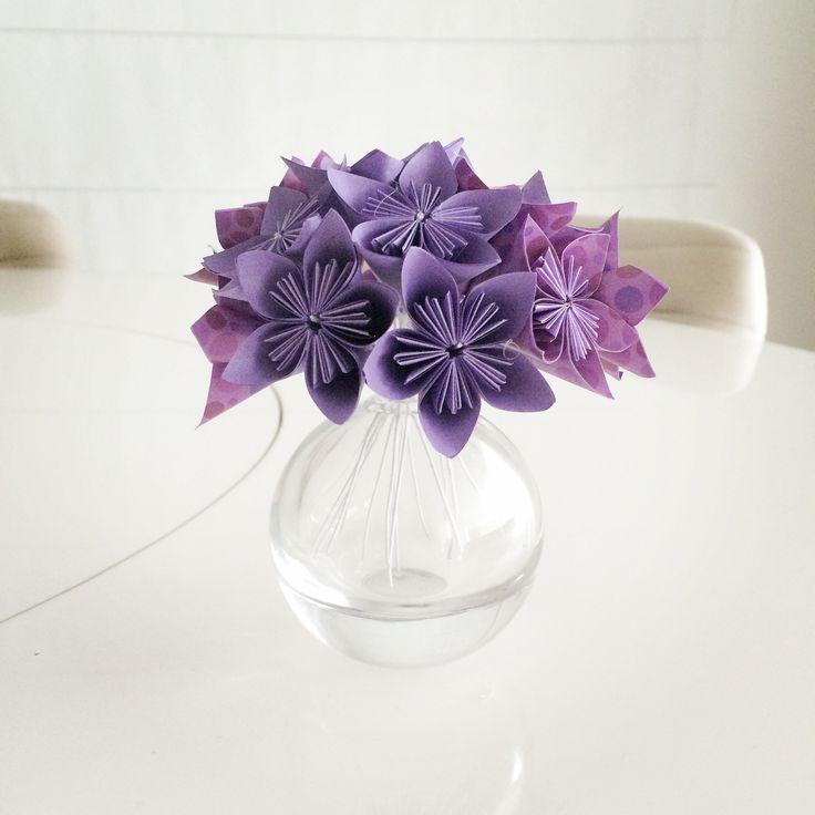 Vaso de Flores. E as sakuras de ontem viraram um vaso de flores. Flor de Cerejeira significa a beleza feminina e simboliza o amor, a felicidade, a renovação e a esperança. Gostou? Então veja como comprar em http://casadeorigami.wordpress.com/produtos/