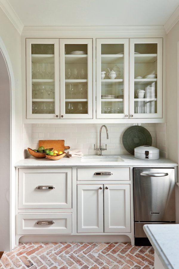 Crisp Kitchen Cabinet Ideas: Classic White Kitchen Cabinets