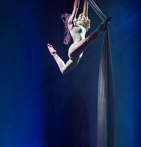 Tessuti aerei , danza aerea acrobatica - Acrobati compagnia Stardust