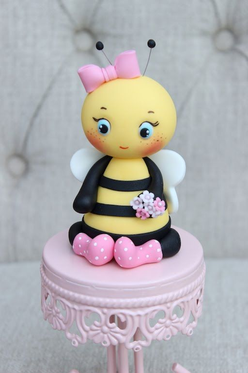 Hello friends, this is a video that will hopefully guide you on how to create a fondant bee, perfect for your baby shower cakes or to decorate any sweets you...