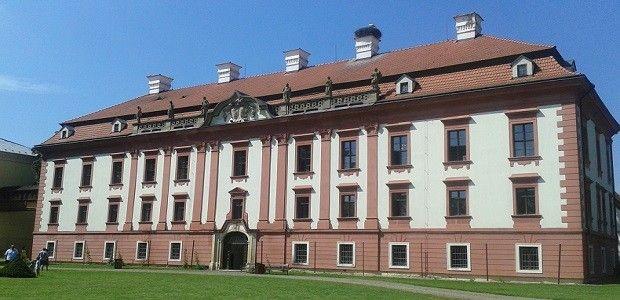 Castle Kunín - Zámek Kunín - základní škola Františka Palackého