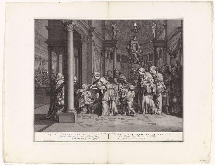 Joseph Mulder | Bels priesters in de tempel, Joseph Mulder, 1720 - 1728 | De priesters van Bel eten het aan de god Bel geofferde voedsel. Ze komen en gaan door een geheime gang onder de tafel. Terwijl ze heimelijk het voedsel nemen, blijven hun voetstappen achter in de door Daniël op de grond gestrooide as. Onderaan in de marge een verwijzing naar de Bijbeltekst en de titel in het Grieks, Engels, Latijn, Duits, Frans en Nederlands.