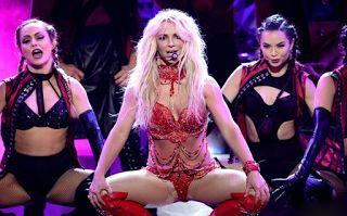 Planet Stars: Με κατακόκκινα εσώρουχα στη σκηνή η Britney Spears...