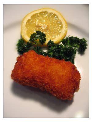 Bijzonder lekker garnaalkroketten ! Dat vind ik althans! Wat heb je nodig? – 80 g bloem– 80 g goede boter– 1/2 l water– 25 cl melk– peper v/d molen– tomatenpuree– 100 g gemalen kaas– 250 gr grijze garnalen– 1 blokje visbouillon– nootmuskaat voor het paneren – paneermeel– 4 eiwitten– bloem Hoe moet je ze maken? …