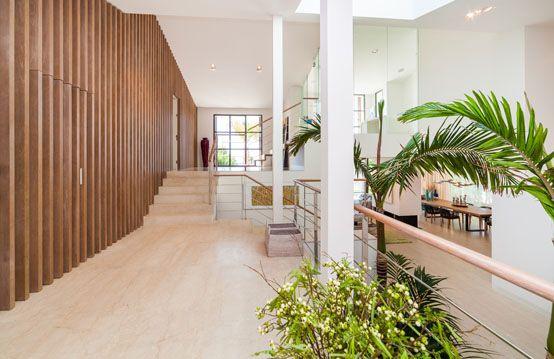 decoración, diseño, interior, panelado, madera, hall, recibidor, vivienda lujo.