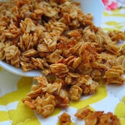 Peanut butter granola - simple and easy w/ only 5 ingredients: oats, pb, honey, cinnamon, vanilla, bake at 325