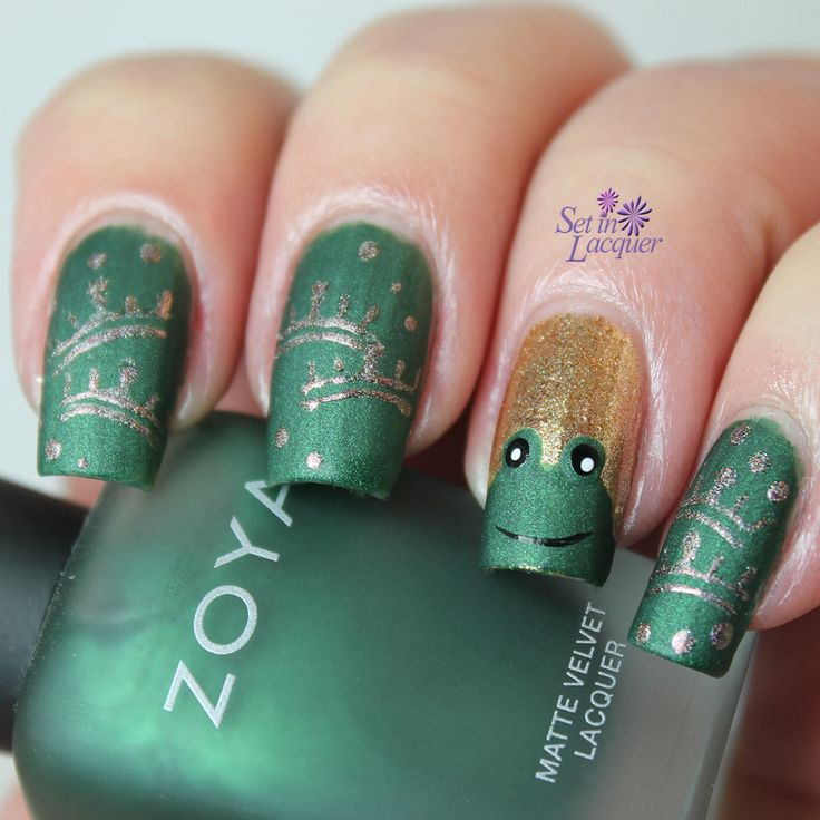 Green And Gold Glitter Frog Nail Art With French Style
