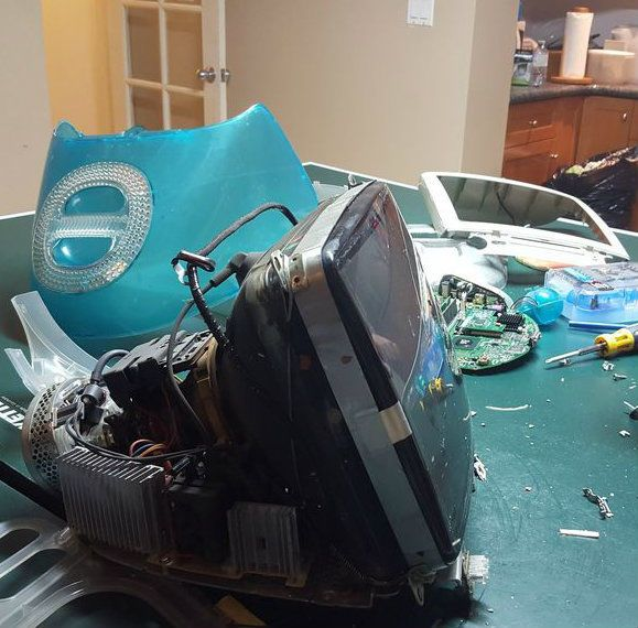 Complete dismantling of the iMac G3