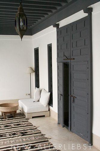 beautiful rug - love the grey door and ceiling