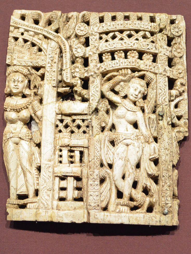 Art Gallery NSW- Apr2014- Afghanistan hidden treasures from the National Museum, Kabul تصاویر اشیای یافت شده از بگرام - اتاق13 سده اول میلادی- قسمتهایی از صندلی