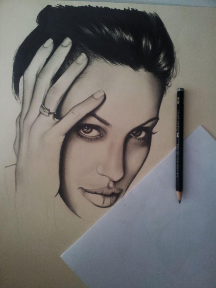 Inicio boceto retrato a lápiz y carboncillo