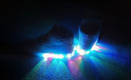 Купить кроссовки nike с подсветкой