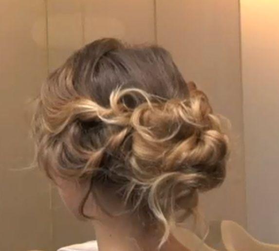 """Tutoriel chignonflou, """"fouillis"""", avec torsades pour cheveux boucles, frisés or ondulés"""