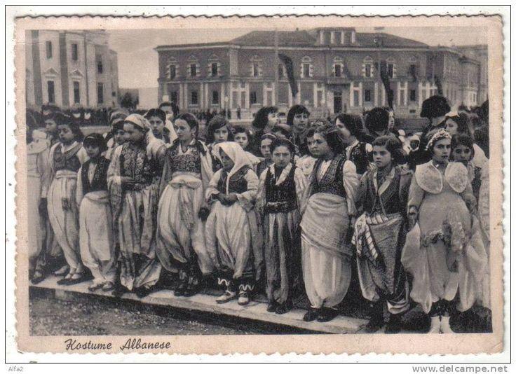 https://flic.kr/p/cLUABQ | Kostume grash shqiptare. Costumes féminins albanais. Albanian women's costumes.