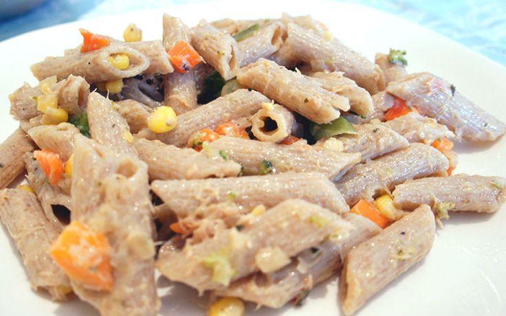 Salpicão light com macarrão integral e vegetais