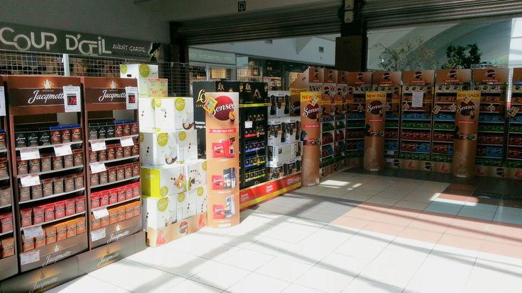 Jacobs Douwe Egberts : Multi-Brand Floorstand for Senseo, Jacqmotte, Douwe Egberts & L'Or