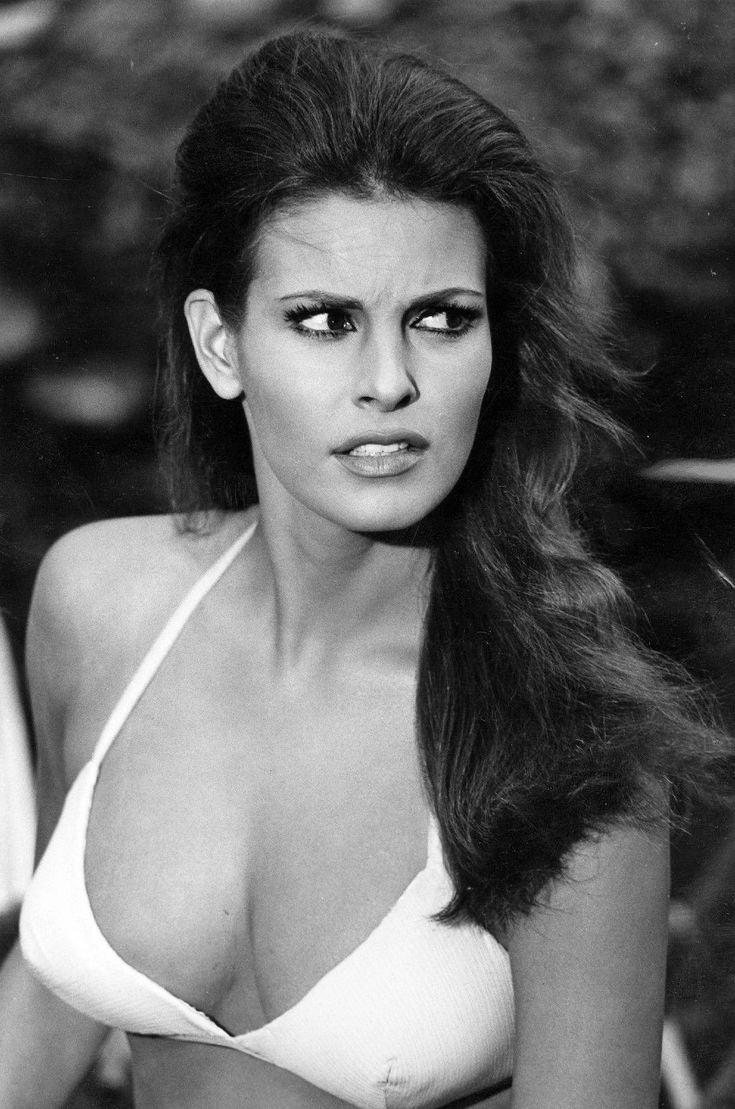 ver-young-photos-of-raquel-welch