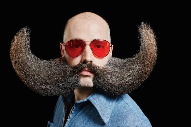 Det ændrer måden du spiser på, sover på og går på. Siger dem med store mængder hår i ansigtet. En udstilling med fotografen Lasse Bak Mejlvangs portrætter fra VM i skæg åbner i morgen.