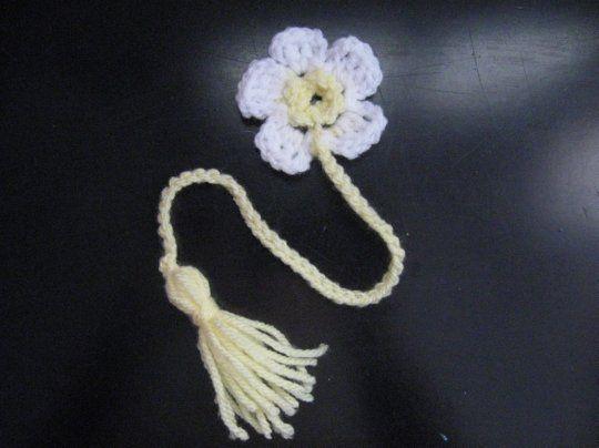 Daisy Book Marker - Meladora's Crochet and Knitting Tutorials