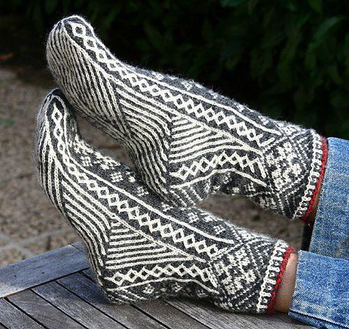Ravelry: My Estonian socks pattern by tricotant