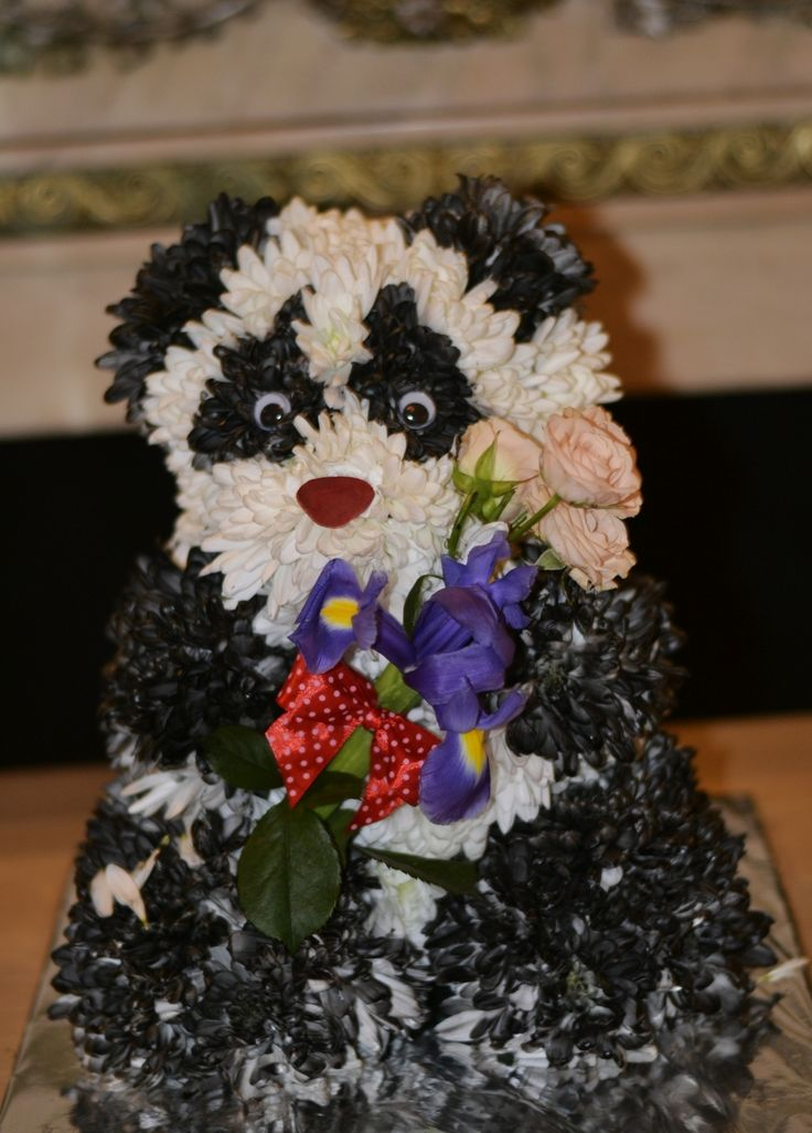 Panda bear www.aranjamentedevis.ro/galerie-foto/figurine-din-flori/