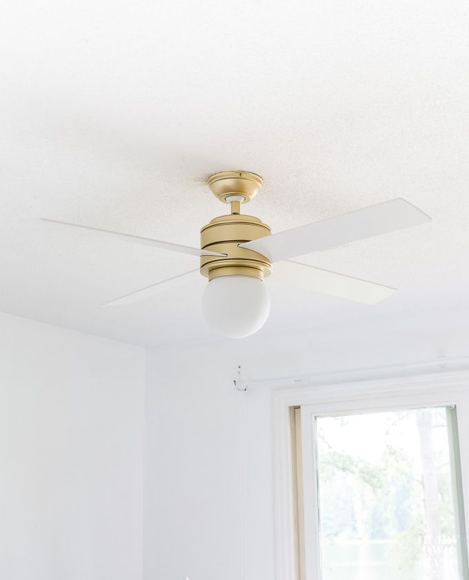 Ceiling fans? Do you love them or hate them. If you are the latter, this ceiling fan may change your mind. via @InMyOwnStyle