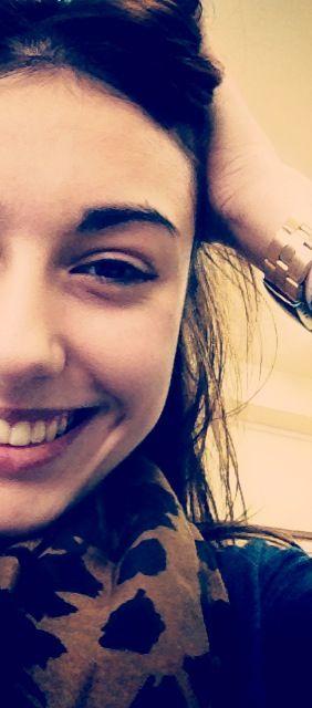 Sonreir por ahora es gratis, aprovéchalo. Ser feliz cuesta poco.