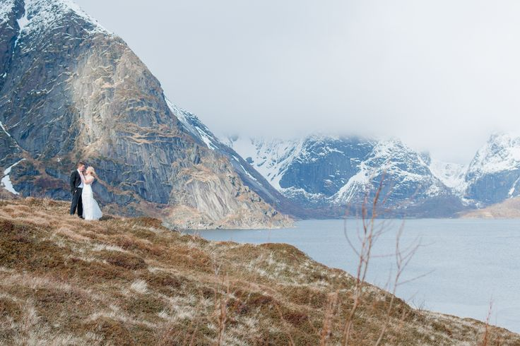 Weddingphotography in Reine, Norway.