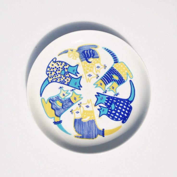 Rare Vintage Arabia Finland Child's Plate w/ Blue & Yellow Kangaroos, Kengu Pattern, Mid-century Modern, by Gunvor Olin-Grönqvist, Finel by NewSwedenVintage on Etsy https://www.etsy.com/uk/listing/272736814/rare-vintage-arabia-finland-childs-plate