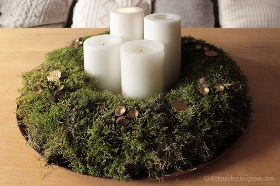 Die Raumfee: Adventskranz aus Baummoos mit vergoldeten Eichelkäppchen // Advent wreath made of tree moss with gold-plated acorn caps