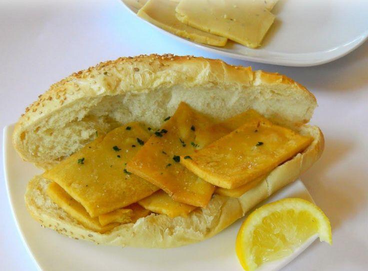 Panellari di tutto il mondo unitevi, sto per rivelarvi la ricetta delle panelle siciliane. Ingredienti:  500 grammi di farina di ceci; 1,5 litri circ