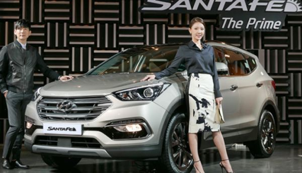 Here's the future 2017 Hyundai Santa Fe. The current Santa Fe has been around since 2012 and it quickly became one of the best crossovers on the US market. The release date for the car has been set for the mid of 2016